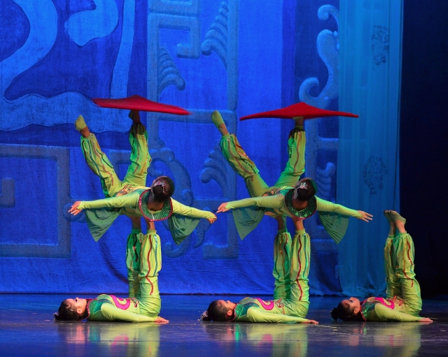 golden-dragon-acrobats.jpg
